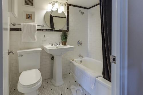 janiszewska-marta-blog-rudachata-metamorfoza łazienki-większe elementy-wyposażenie łazienki-farba domalowania wanny