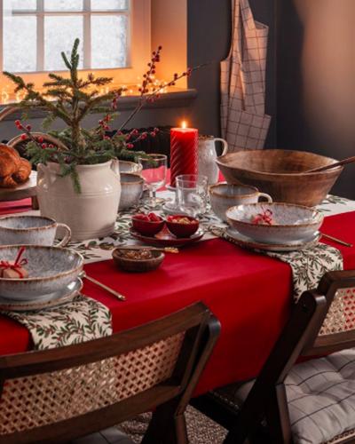 janiszewska-marta-blog-rudachata-wnętrza-home staging-nieruchomości-suwałki-świąteczne propzycje wnętrzarskich sieciówek-hm home-czerwona dekoracja stołu naświeta