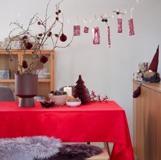 janiszewska-marta-blog-rudachata-wnętrza-home staging-nieruchomości-suwałki-świąteczne propzycje wnętrzarskich sieciówek-jysk-czerwona dekoracja stołu