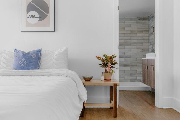 janiszewska marta-suwałki-nieruchomości-co tojest home staging-jasna sypialnia wmieszkaniu nasprzedaż
