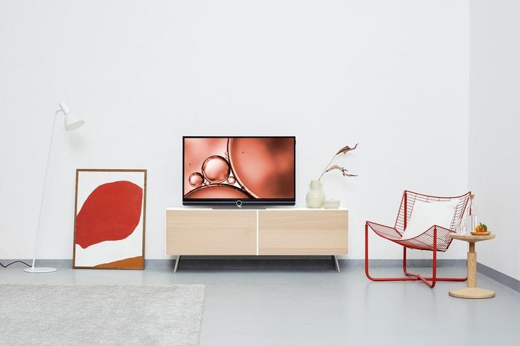 janiszewska marta-suwałki-nieruchomości-co tojest home staging-minimalistyczne wnętrze-czerwone dodatki