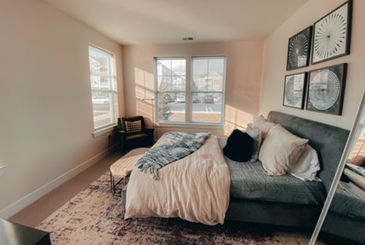 janiszewska marta-suwałki-nieruchomości-przytulna sypialnia-jak ją urządzić-dywan dosypialni