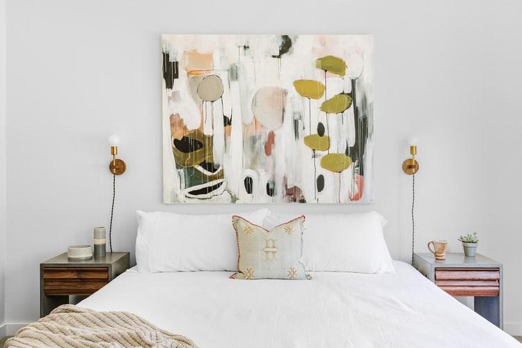 janiszewska marta-suwałki-nieruchomości-przytulna sypialnia-jak ją urządzić-obraz iplakaty dosypialni