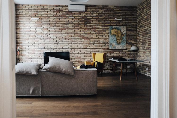 janiszewska marta-suwałki-home staging-jak urządzić wynajmowane mieszkanie-cegła rozbiurkowa