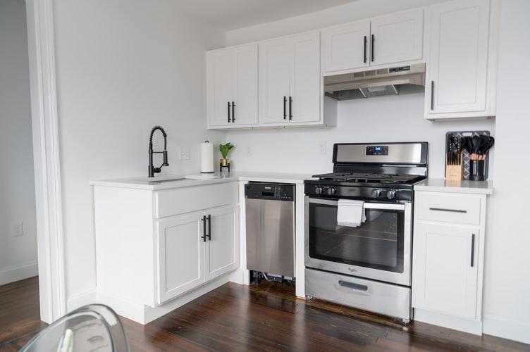 janiszewska marta-suwałki-home staging-jak urządzić wynajmowane mieszkanie-sprzatanie kuchni