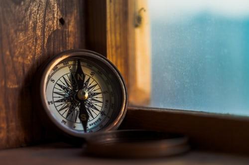 ruda chata-blog-kompas-strony świata a wybór mieszkania-północ-południe-wschód-zachód-okno