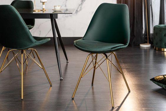 ruda chata-blog-butelkowa zieleń wewnętrzu-krzesła