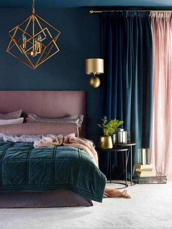 ruda chata-blog-butelkowa zieleń wewnętrzu-sypialnia zzielonym różowym izłotym