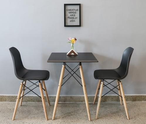 ruda chata-blog-ergonomia wmieszkaniu-funkcjonalna jadalnia-stół jadalniany-nowoczesny stolik ikrzesła-szara jadalnia-mały stolik jadalniany