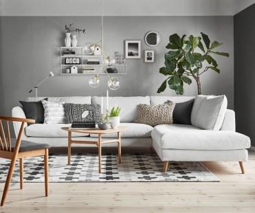 ruda chata-blog-trendy wnetrzarskie 2020-modny salon-biały narożnik-galeria naścianie-kwiat-nowoczesne krzesło-beton architektoniczny-farba strukturalna