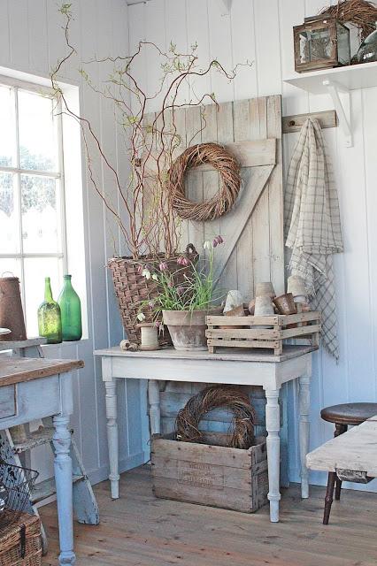 ruda chata-blog-shabby chic-konsola-farm-skrzynki dekoracyjne-doniczki gliniane