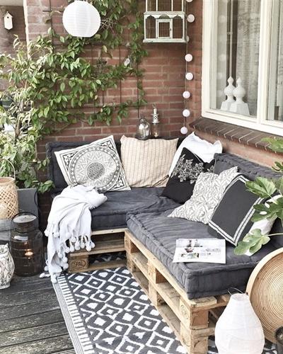 ruda chata-blog-jak stworzyc piekny balkon-deski nabalkonie