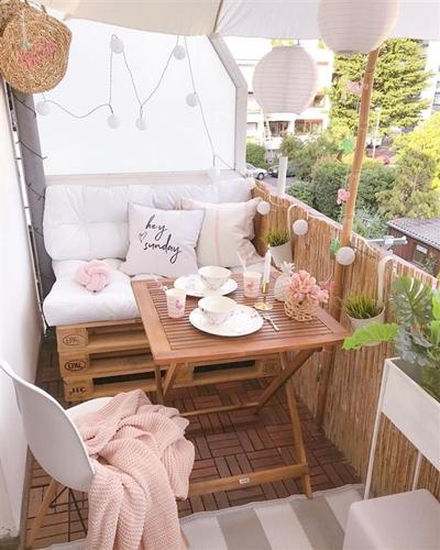 ruda chata-blog-jak stworzyc piekny balkon-oslonka balustrady nabalkon-bambusowa oslonka-meble zpalet