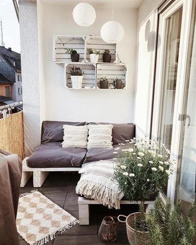 ruda chata-blog-jak stworzyc piekny balkon-plytki nabalkonie-rumianke wdoniczce-meble balkonowe