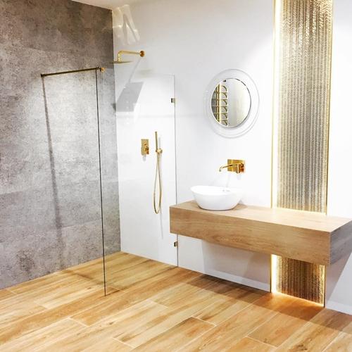 ruda chata-blog-wnętrze wstylu glamour-łazienka zezłotymi dodatkami