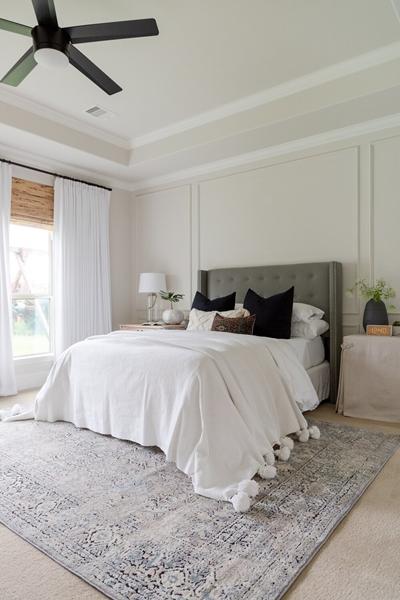 ruda chata-blog-wybór dywanu-dywan podłóżko-jasna sypialnia-łóżko kontynentalne